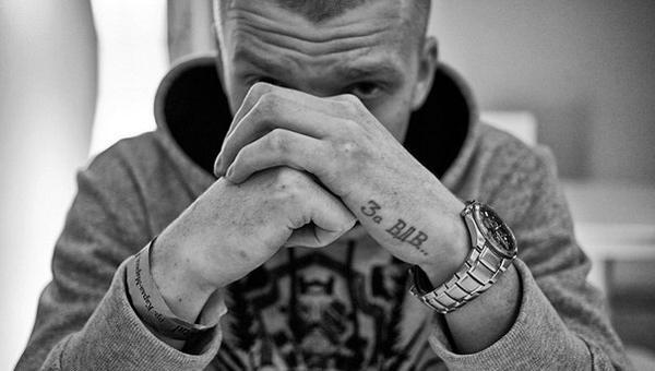 """Грязный Луи из группы the Chemodan рассказал, что смотрит, на какой машине ездит и зачем ему татуировка """"За ВДВ"""" 54b8ea9145f03"""
