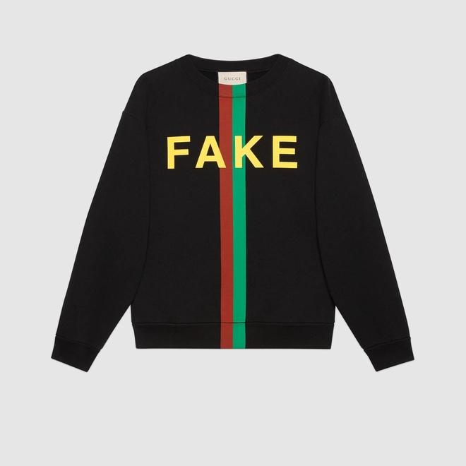 Gucci придумал легкий способ отличить его одежду от подделок